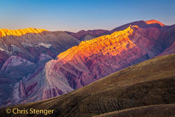 Serranía de Hornocal ook wel bekend als El Cerro de los 14 Colores (de berg met de 14 kleuren) in het noordwesten van Argentinië bij zonsondergang16-3537