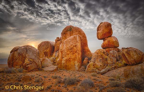 Deze bizarre rotsformatie in het Tiras gebergte werd gevormd door Wolzakverwering. Ik fotografeerde de rotsen vlak na zonsopkomst