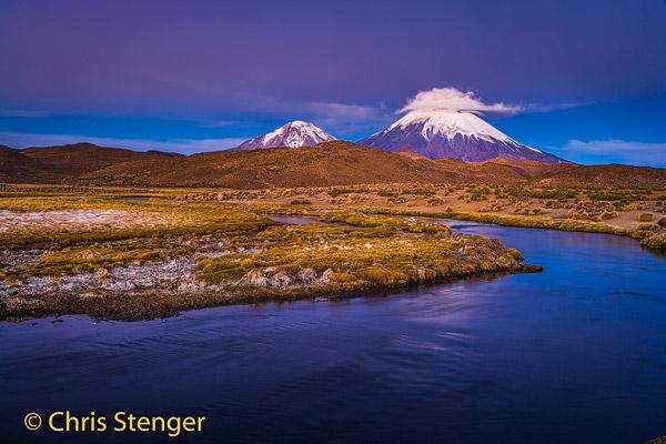 Deze foto werd gemaakt een kwartiertje na zonsondergang. Tijdens dit blauwe uur krijgt het landschap een karakteristieke paarsblauwe kleur.