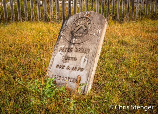 Het historische Fort St James is een voormalige handelspost van de Hudson's Bay Company. Het kerkhof met z'n graven uit de 19e eeuw brengt de geschidenis tot leven.
