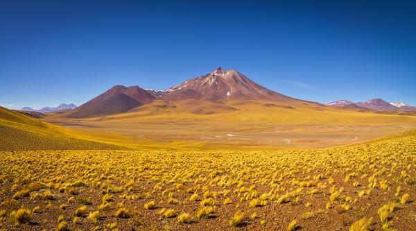 In de Mondiavisueel presentatie over de Atacama komt onder andere het vulkanische landschap op de Altiplano aan de orde