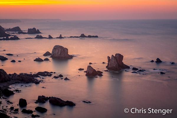 Sea stacks voor playa de Silencia in Asturië