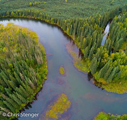 Het heuvelachtige landschap rondom Fairbanks leent zich goed voor het vliegen met een drone. De uitdaging is om interessante patronen in het landschap te vinden.