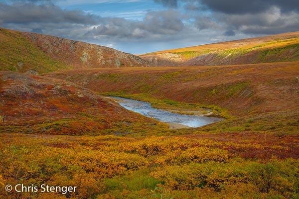Het landschap rondom Nome is weids met veel riviertjes en meren