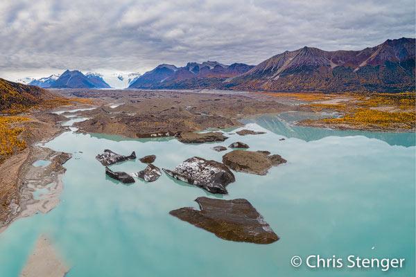Deze luchtopname van de tong van de Kennicott gletsjer maakte ik met een drone tijdens een korte wandeling in de buurt van het plaatsje McCarthy. DJI Phantom 4Pro ISO100 1/240sec bij f/4.0