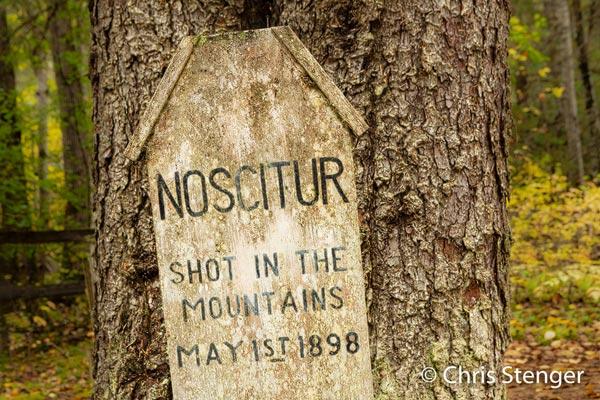 Een onbekende man, doodgeschoten in de bergen tijdens de gold rush in 1898....dat spreekt natuurlijk tot de verbeelding