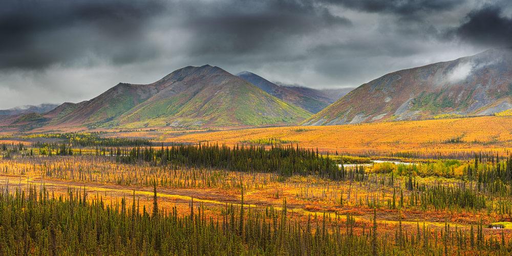 Panorama opname in de hrfst van de Brooks Rangen in het noorden van Alaska