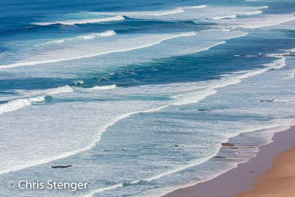 De westkust van Portugal is woester en meer verlaten dan de kust van de Algarve in het zuiden.