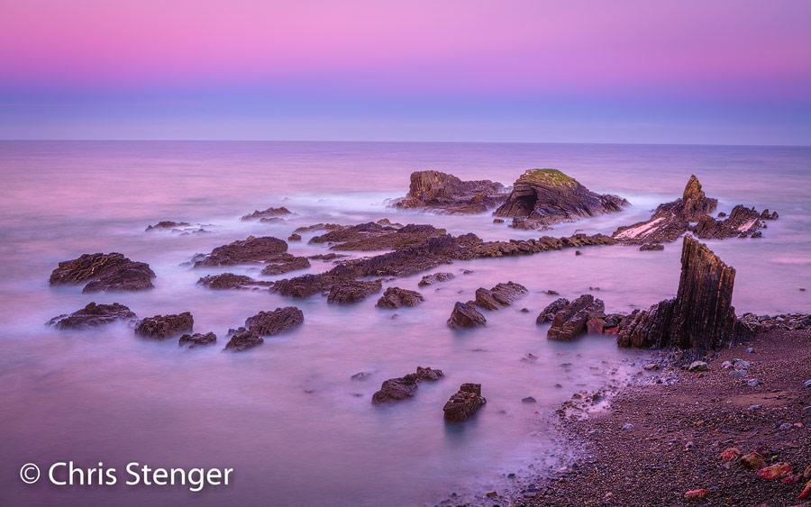 Deze foto werd een half uurtje voor zonsopkomst gemaakt bij het miniscule vissershaventje Lapa de Pombas