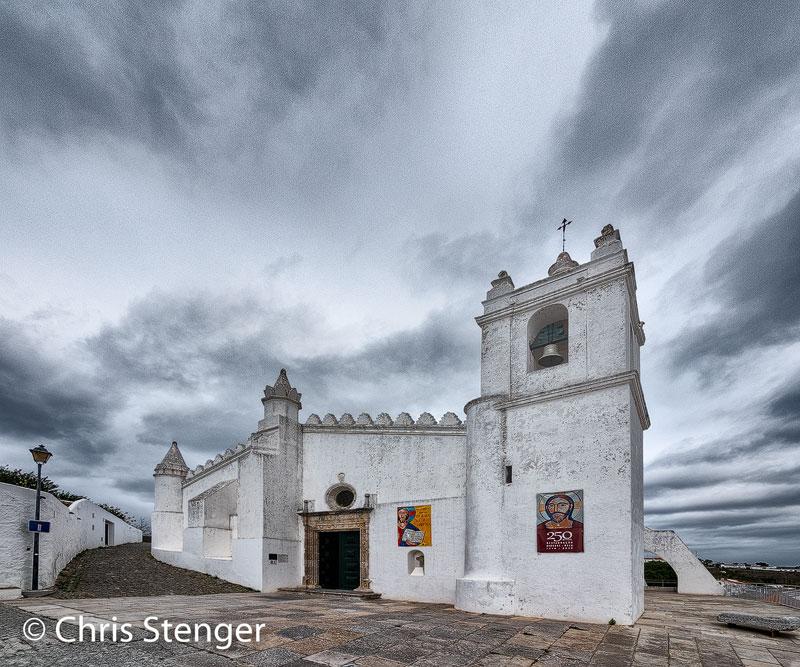 Ooit gebouwd als moskee werd het een christelijke kerk nadat de moslims verdreven waren uit zuid Portugal. De oorspronkelijke architectuur bleef echter behouden.