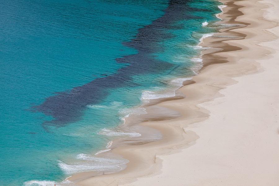 Deze foto op Unsplash van Chris Stenger werd in twee maanden tijd meer dan 200.000 keer bekeken en meer dan 1500 keer gedownload. Het is een foto van een strand in het zuidwesten van Australië.