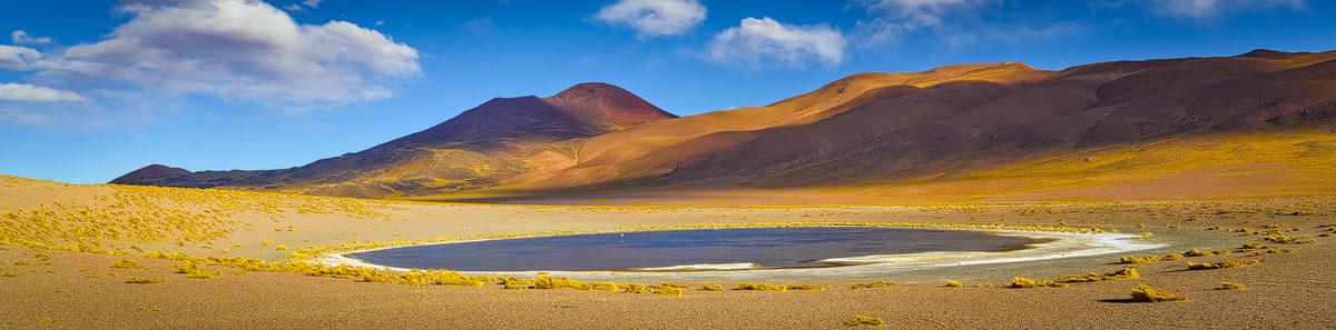 Panorama foto's. Chris Stenger Natuurfotografie, Landschapsfotografie en Reisfotografie. Deze foto is een panorama met vulkanen en zoutmeer op de hoogvlakte van de Andes in het noorden van Argentinië