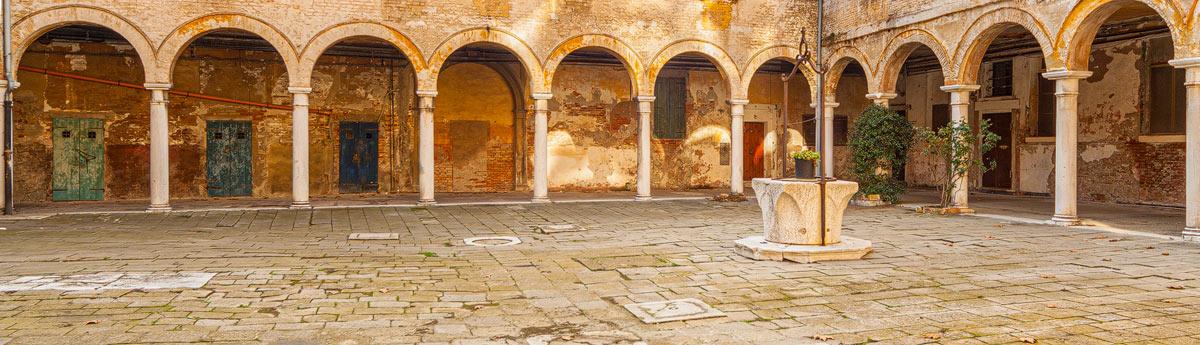 Venetie in het noorden van Italië is een prachtige stad maar helaas zijn er wel erg veel toeristen.