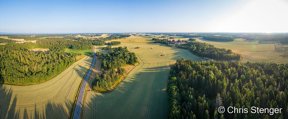 Deze luchtfoto van een typisch zuid Zweeds cultuurlandschap maakte ik 's ochtends vroeg in de buurt van Mariestad.