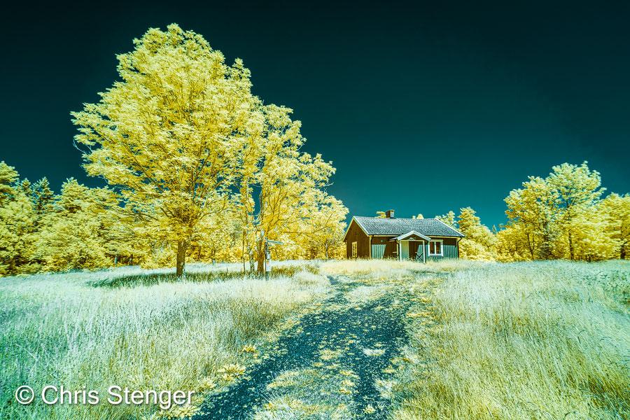 Zonnig weer met een strakblauwe hemel is uitermate geschikt voor infrarood fotografie. Je krijgt mooie donkere luchten en het groen van de vegetatie krijgt een sprekende gele of blauwe kleur (afhankelijk van Channel swapping)