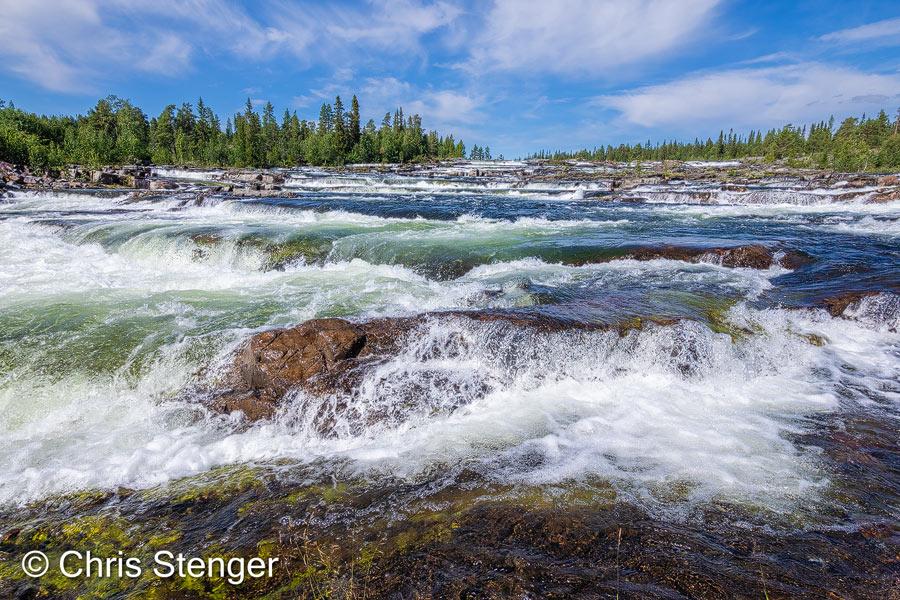 De letterlijke vertaling van Trapstegsforsen is Traptrede waterval. Het water valt hier over de 'traptreden' in een aantal stappen naar beneden